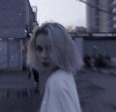 Bad Girl Aesthetic, Aesthetic Grunge, Aesthetic Photo, Aesthetic Pictures, Fake Girls, Crazy Girls, Estilo Grunge, Grunge Photography, Grunge Girl