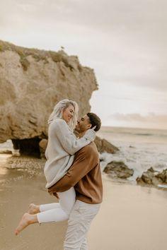 Sunrise Engagement Photos, Engagement Photo Poses, Engagement Photo Inspiration, Engagement Pictures, Picture Outfits, Picture Poses, Photo Poses For Couples, Couple Posing, Couple Shoot