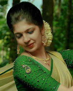Image may contain: 1 person, closeup and outdoor Kerala Saree Blouse Designs, Wedding Saree Blouse Designs, Saree Blouse Neck Designs, Fancy Blouse Designs, Blouse Patterns, Dress Designs, Set Saree, Kerala Bride, Bridal Silk Saree