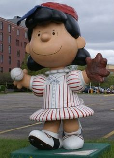 """Saint Paul, Minnesota - Peanuts on Parade 'Looking For Lucy'  2002 - """"Queen For A Play"""" - 105 fiberglass Lucy Van Pelt statues, 5 feet high"""