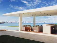 The views of Miami from the outdoor bar lounge area in the backyard.