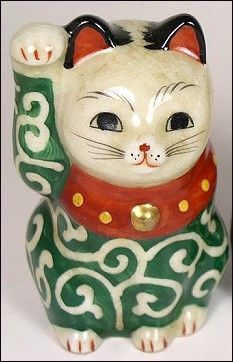 Vintage porcelain Maneki Neko: