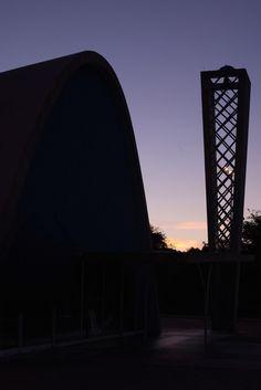 Por do sol no Conjunto Arquitetônico da Pampulha. Igreja de São Francisco de Assis. Belo Horizonte, MG.
