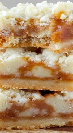 These Salted Caramel Butter Bars are an easy dessert that's sure to impress your holiday party guests! These Salted Caramel Butter Bars are an easy dessert that's sure to impress your holiday party guests! Köstliche Desserts, Delicious Desserts, Yummy Food, Carmel Desserts, Salted Caramel Desserts, Salted Egg, Fall Dessert Recipes, Caramel Cookies, Salted Butter