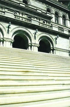 The state Capitol has 17 steps approaching its western entrance and 77 steps approaching its eastern entrance after the year 1777, when NY replaced its colonial government with the current state government.