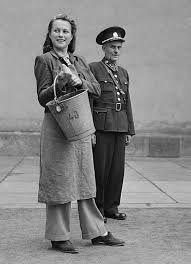 Civilní foto Prison Outfit, All Star, Captain Hat, Actresses, Celebrities, Movies, Outfits, Artist, Photos