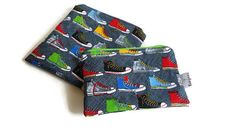 This listing is for one MADE TO ORDER hi top sneakers reusable snack bag in your choice of size. Available sizes are listed below.  Use this adorable little eco-friendly sandwich bag for packing school lunches, picnics, daycare snack and more! It would also make a great make-up bags and is useful for storing small items in your purse, on the go or around the house. This forest animals snack bag would be the perfect gift for kids. Give them an eco friendly gift that can be used again and…