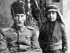 Atatürk manevi oğlu Abdurrahim Tuncak ile Ww1 Soldiers, Turkish Army, Blue Green Eyes, Sun Tzu, The Turk, World War One, Great Leaders, Harbin, Ottoman Empire