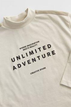 Shirt Logo Design, Tee Shirt Designs, Boys T Shirts, Cool Shirts, Tee Shirts, Off White Tees, Football Fashion, Zara, Well Dressed Men