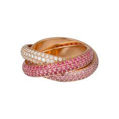 Bague en or rose 18 carats pavée de diamants et de saphirs roses. 24 100 €