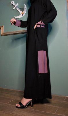 عباية بالجيوب محددة باللون وردي وعلى الكم سحاب أمامي يوجد لدينا منها عدة مقاسات متوفرة ومناسبة للجميع المقاسات 52و54 و56 و58 و60 Duster Coat, Jackets, Dresses, Fashion, Down Jackets, Vestidos, Moda, Fashion Styles, Dress