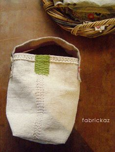30 ideas for sewing pouch scrap Sacs Tote Bags, Reusable Tote Bags, Japanese Sewing, Japanese Bags, Japanese Site, Linen Bag, Fabric Bags, Quilted Bag, Handmade Bags
