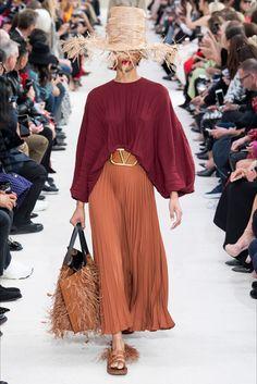Sfilata Valentino Parigi - Collezioni Primavera Estate 2019 - Vogue
