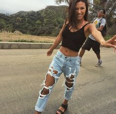 27 Sweet and Trendy Teenage Outfit Ideas 2019 Page 3 of 3 - Spring 2019 outfits casual - Mode Outfit Jeans, Boyfriend Jeans Outfit Summer, Black Ripped Jeans Outfit, Black Skinnies, Black Ripped Boyfriend Jeans, Hijab Outfit, Mode Jeans, Vetement Fashion, Crop Top And Shorts