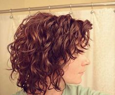 25 Short Haircuts for Curly Wavy Hair - Hair Styles Short Hairstyles For Thick Hair, Haircuts For Curly Hair, Curly Hair Tips, Hairstyles Haircuts, Curly Hair Styles, Short Haircuts, Layered Hairstyles, Trendy Hairstyles, Curly Shag Haircut