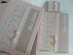Caixa para livro de assinaturas (vendido separadamente) ou para bloquinhos maternidade. R$60,00