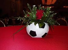 A neat idea for a center piece for soccer banquet. Soccer Banquet, Soccer Theme, Soccer Party, Sports Party, Soccer Decor, Basketball Crafts, Football Crafts, Soccer Centerpieces, Table Centerpieces