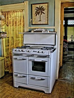 Kitchen: O'Keefe & Merritt!