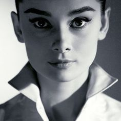 sobrancelhas da Audrey Hepburn – It Baphônica