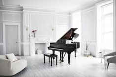 The Steinway & Sons Model B Classic Grand is the perfect piano for your home, studio, or venue. Available as a Spirio player piano.