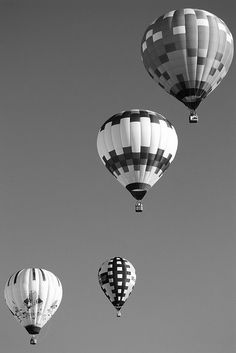 Black and White Hot Air Balloons by Susiesaurus