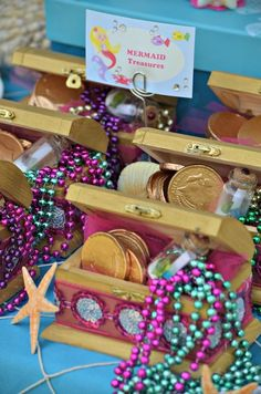 Under the Sea/ Mermaid Party Birthday Party Ideas Unter dem meer / meerjungfrau party geburtstag par Mermaid Theme Birthday, Little Mermaid Birthday, Little Mermaid Parties, Mermaid Party Favors, Gold Birthday, Mermaid Birthday Decorations, Wine Birthday, Birthday Box, Ballon Party