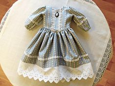 Colonial American Doll Dress with Cameo/Historical 18 inch