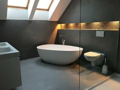 Freistehende Badewanne Luino aus Mineralguss – Weiß matt oder glänzend Bathroom Pictures & Bathroom Ideas with the Freestanding Tub Luino. Loft Bathroom, White Bathroom, Bathroom Interior, Modern Bathroom, Small Bathroom, Walk In Shower Enclosures, Toilette Design, Bathroom Pictures, Bathroom Ideas