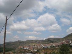 Para hoy martes os dejo esta fotografía de nuestro pueblo Crivillén que lo tengo en el punto de mira. iniciando la cuenta atrás para estar allí:4 .... días me faltan para ir a rematar las olivas