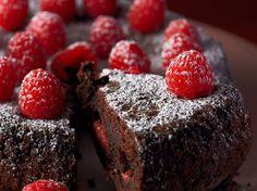 Découvrez la recette Fondant au chocolat et aux framboises sur cuisineactuelle.fr.
