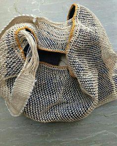 Organic hand knitted and woven bag Sacs Design, Boho Bags, Beautiful Bags, Purses And Handbags, Fashion Bags, Hippie Boho, Hand Knitting, Hand Weaving, Fashion Accessories
