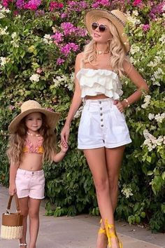 Everyday Outfits For Summer 2020 has never been so Insanely Cute! Since the beginning of the year many girls were looking for our Chic guide and it is finally got released. Now It Is Time To Take Action! See how... #outfit #fashion #casualoutfit #fashiontrends Cute Everyday Outfits, Cute Casual Outfits, Simple Outfits, Stylish Outfits, Stylish Clothes, Modest Fashion, Fashion Clothes, Fashion Outfits, Woman Outfits