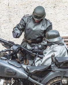 Military Diorama, Military Art, Military History, Ww2 Uniforms, German Uniforms, German Soldiers Ww2, German Army, German Symbols, Army Ranks