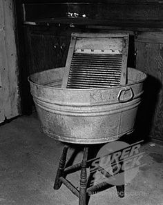 I remember when my Grandma had an old wash tub and washboard like this. It served for their bath tub also. And this is what I had for a swimming pool in the summer.my Mum's old wash tub! (I even learned to used the scrub board and make lye soap) Best Memories, Childhood Memories, Cherished Memories, Old Photos, Vintage Photos, Old Washing Machine, Washing Machines, Old Washboards, Vintage Antiques