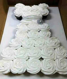 WEDDING CUPCAKE CAKE...this is such a great idea & SO easy to make! Featured on our BEST Pull-Apart Cake Ideas!  http://kitchenfunwithmy3sons.com/2016/04/best-cupcake-cake-ideas.html/