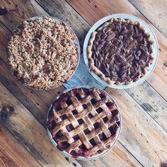 """ZTB Pastry  Shake me up that old peach tree little Jack Horner's got nothing on me #ohmeohmylovethatcountrypie """" Rhubarb Pecan & Apple Pie all available Tuesday and Wednesday at the Wynwood shop. by zakthebaker"""