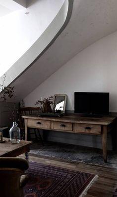 Visite privée dans la maison style cottage vintage de Milkandhomefamily // Hellø Blogzine blog deco lifestyle www.hello-hello.fr Style Cottage, Little Boxes, Wabi Sabi, Hello Fr, Decoration, Old And New, Nook, Entryway Tables, Blog Deco