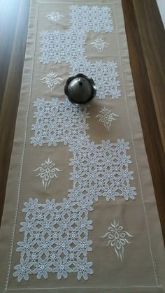 Sevgi Diy Sewing Projects, Crochet Projects, Crochet Boarders, Doily Art, Doilies Crafts, Crochet Dollies, Crochet Table Runner, Bunny Crafts, Linens And Lace
