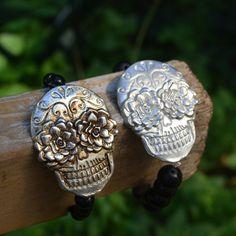 Stretchy Skull Bracelet // Pewter Skull Bracelet // Day of the Dead Beaded Bracelet by TheMexicanGringo on Etsy
