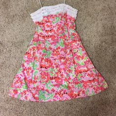Lilly Pulitzer Call Me Kitty Dress Beautiful call me kitty dress from Lilly Pulitzer, never worn, and the best part? It has pockets!!! Lower via ️️ Lilly Pulitzer Dresses Strapless