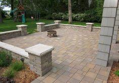 76 stunning backyard patio ideas pavers walkways 53 in 2019 Brick Paver Patio, Garden Pavers, Brick Patios, Concrete Patio, Paver Edging, Curved Patio, Stone Patios, Patio Slabs, Paver Stones