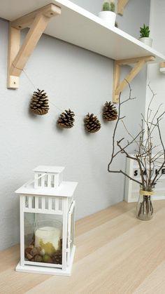 DIY Herbstdeko mit Naturmaterialien in unter 5 Minuten basteln - einfache und günstige Dekoration für dein Zimmer oder deine Wohnung. Besuche mich auf riamarleen.de für die ausführliche Anleitung.