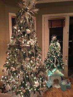 Colorful Christmas Tree, Christmas Decorations, Holiday Decor, Decorating Ideas, Home Decor, Decoration Home, Room Decor, Home Interior Design, Christmas Decor