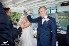 Hochzeit Wolfgangsee und Laimer Urschlag - Lisa & Chris - Foto Sulzer Blog Lisa, Suit Jacket, Breast, Suits, Blog, Jackets, Fashion, Pictures, Engagement