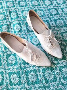 Vintage Ladies Shoes, White Lace-up Pumps Kitten Heel Shoes, Shoes Heels, Pumps, White Lace, Lace Up, Jean Philippe, Cute Jeans, Ladies Shoes, Vintage Looks