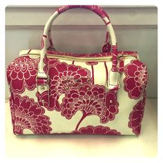 Kate Spade floral bag Gently preowned KATE SPADE floral bag. White/ hot pink. Super cute. Clean some marks on bottom/ corners. In good condition. Thank you kate spade Bags
