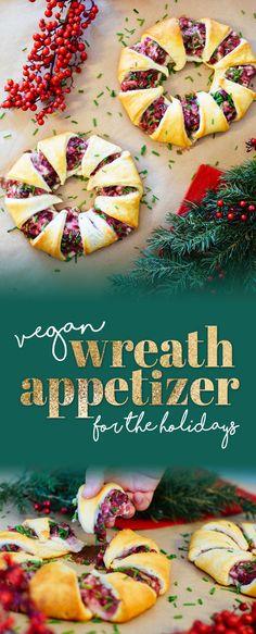 Vegan Christmas or Thanksgiving Appetizer #veganthanksgiving #veganchristmas #veganappetizer / Vegan Thanksgiving, Vegan Christmas, Vegan Appetizer, Holiday Appetizer, Wreath Appetizer, Festive Appetizer, Cranberry Appetizer, Cream Cheese Appetizer