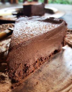 This delicious raw mocha cheesecake is a fantastic way to use the nut fibre/pulp left over from your smoothie base nut milks... Mocha Cheesecake, Mocha Cake, Cheesecake Recipes, Raw Food Recipes, Dessert Recipes, Keto Recipes, Raw Cake, Christmas Pudding, No Cook Desserts
