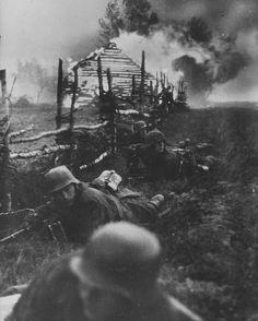 """いいね!569件、コメント1件 ― Page dedicated to historyさん(@history.militaria)のInstagramアカウント: 「Soldiers of the SS division """"Das Reich"""" during the battle near Elnya, Belarus, 1941. #history #ww2…」"""