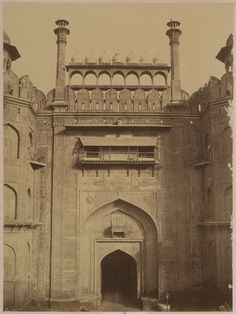 Lahore Gate, Red Fort, Delhi 1857, Source: National Gallery of Canada